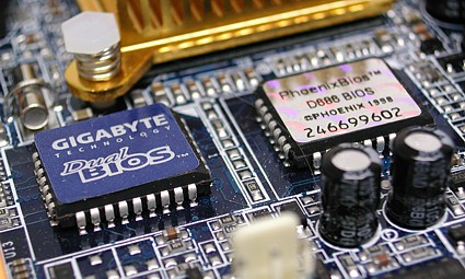 БИОС записан и находится на микросхемах, расположенных на материнской плате компьютера