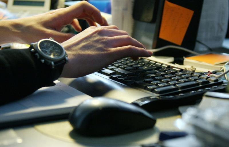 Клавиатура - основной элемент управления в БИОС, поэтому от ее работоспособности зависит возможность внесения настроек