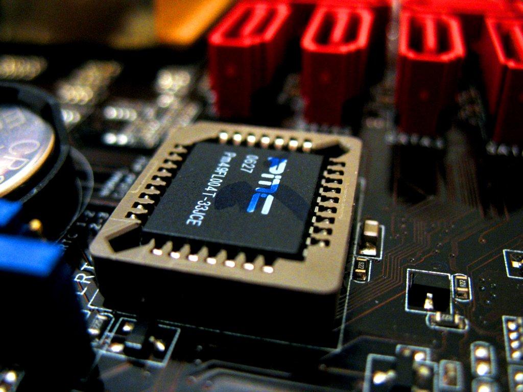 Некорректно обновленный БИОС компьютера во многих случаях приведет к невозможности загрузить ОС